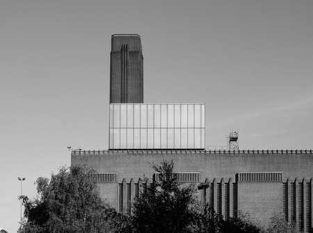 powerstation: LONDON, UK - SEPTEMBER 28, 2015: Tate Modern art gallery in South Bank powerstation in black and white