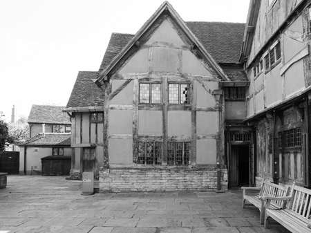 william shakespeare: STRATFORD UPON AVON, UK - SEPTEMBER 26, 2015: William Shakespeare birthplace in black and white
