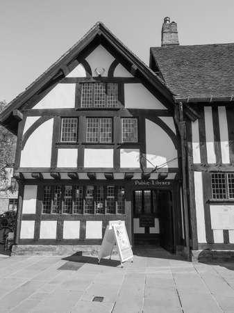 stratford upon avon: STRATFORD UPON AVON, UK - SEPTEMBER 26, 2015: Public Library of Stratford birthplace of Shakespeare in black and white