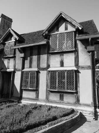 stratford upon avon: STRATFORD UPON AVON, UK - SEPTEMBER 26, 2015: William Shakespeare birthplace in black and white