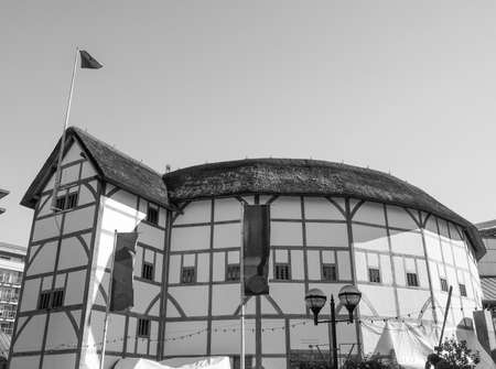 globe theatre: LONDON, UK - SEPTEMBER 28, 2015: The Shakespeare Globe Theatre in black and white Editorial