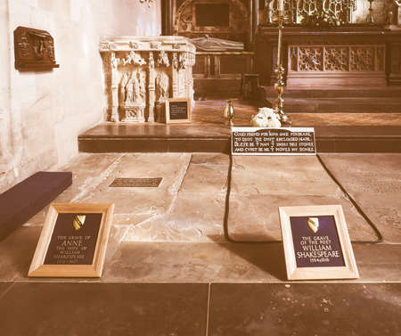 william shakespeare: STRATFORD UPON AVON, UK - SEPTEMBER 26, 2015: Grave of William Shakespeare in Holy Trinity Church vintage