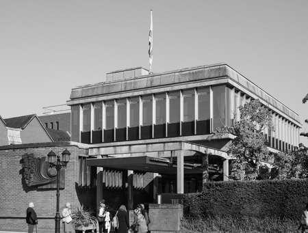william shakespeare: STRATFORD UPON AVON, UK - SEPTEMBER 26, 2015: Shakespeare centre at William Shakespeare birthplace in black and white