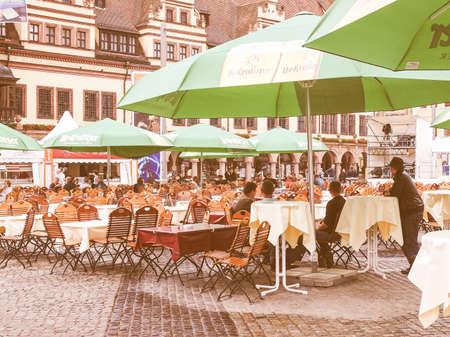LEIPZIG, DEUTSCHLAND - 14. Juni 2014: Im Biergarten Die Menschen auf dem Bachfest Festival jährlichen Sommermusik Barockmusiker Johann Sebastian Bach in seiner Stadt Jahrgang feiert