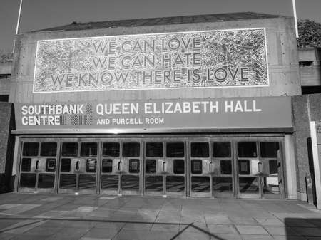 banco mundial: LONDON, UK - SEPTEMBER 28, 2015: Queen Elizabeth Hall and Purcell Room iconic masterpiece of the New Brutalism and world class music venue part of the South Bank Centre in black and white