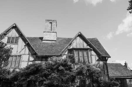 william shakespeare: STRATFORD UPON AVON, UK - SEPTEMBER 26, 2015: William Shakespeare birthplace in black and white