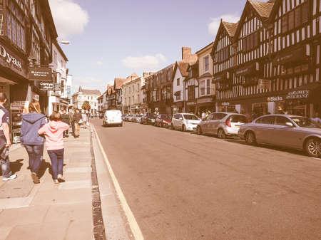 stratford upon avon: STRATFORD UPON AVON, UK - SEPTEMBER 26, 2015: Tourists visiting the city of Stratford, birthplace of William Shakespeare vintage