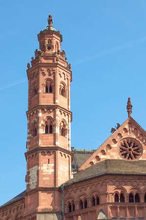 dom: Mainzer Dom cath?drale de Mayence en Allemagne Éditoriale