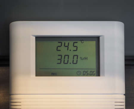 hygrometer: Digital hygrometer and thermometer instrument for measuring relative humidity and temperature