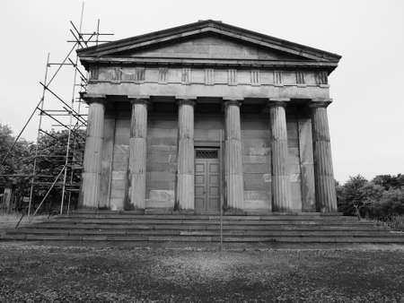 oratoria: El Oratorio de Santiago en el cementerio de la catedral de Liverpool en Liverpool, Reino Unido en blanco y negro
