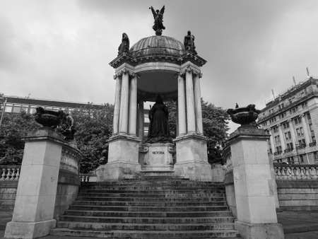 queen victoria: LIVERPOOL, UK - CIRCA JUNE 2016: Queen Victoria statue in black and white