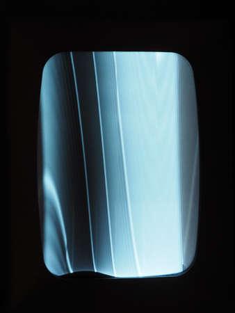 lineas verticales: monitor de pantalla de la TV desafinado con líneas verticales azules