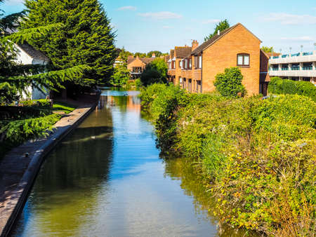 stratford upon avon: STRATFORD UPON AVON, UK - SEPTEMBER 26, 2015: A canal in the city of Stratford birthplace of Shakespeare (HDR)