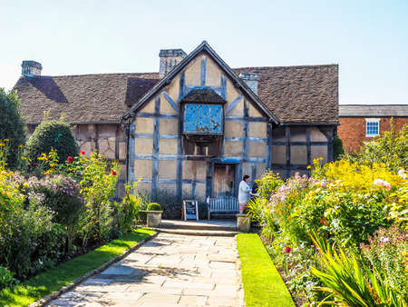 stratford upon avon: STRATFORD UPON AVON, UK - SEPTEMBER 26, 2015: William Shakespeare birthplace (HDR)