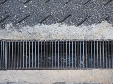 gutter: Drain gutter grid for rain water collection