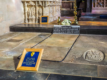 william shakespeare: STRATFORD UPON AVON, UK - SEPTEMBER 26, 2015: Grave of William Shakespeare in Holy Trinity Church (HDR) Editorial