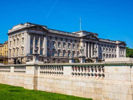 buckingham palace: LONDON, UK - JUNE 11, 2015: Buckingham Palace (HDR)