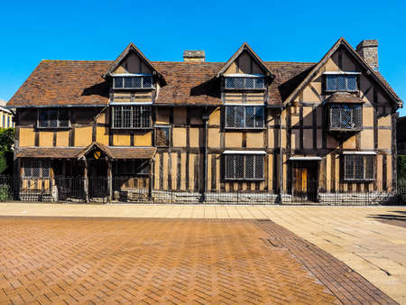william shakespeare: STRATFORD UPON AVON, UK - SEPTEMBER 26, 2015: William Shakespeare birthplace (HDR)