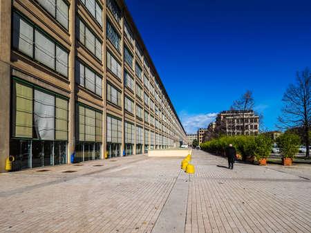 TORINO, ITALIA - CIRCA marzo 2016: Il centro Lingotto progettato da Mattè Trucco nel 1919 come fabbrica di automobili Fiat è ora un centro congressi e affari restaurato da Renzo Piano (HDR)