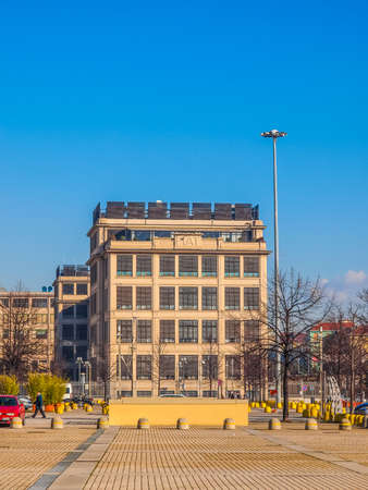 TORINO, ITALIA - 24 gennaio 2014: La fabbrica di automobili della Fiat Lingotto progettato da Trucco nel 1916 è stata la più grande fabbrica di auto al momento e ospita ancora il centro direzionale di Fiat e di un complesso espositivo (HDR)