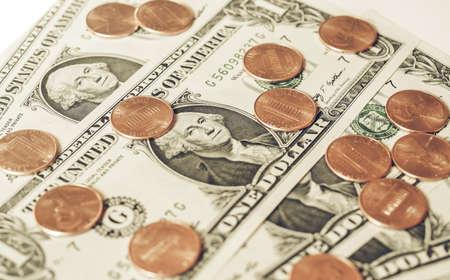 george washington: Vintage buscando monedas de un centavo y billetes de un dólar moneda de los Estados Unidos útil como fondo