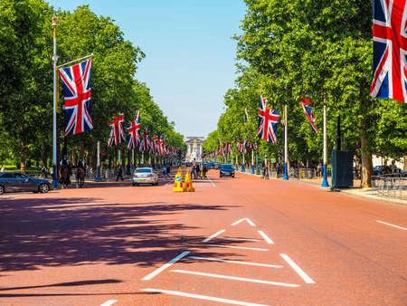trafalgar: LONDON, UK - JUNE 11, 2015: The Mall links Trafalgar Square to Buckingham Palace (HDR) Editorial