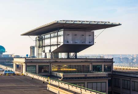 TORINO, ITALIA - 16 dicembre 2015: Pinacoteca Agnelli progettata da Renzo Piano al Lingotto ex fabbrica di automobili della Fiat (HDR)
