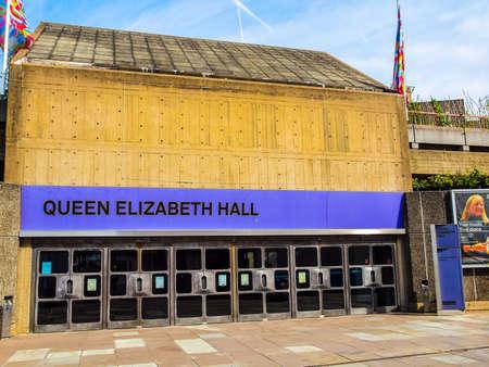 banco mundial: LONDRES, INGLATERRA, Reino Unido - 10 de septiembre de 2012: Queen Elizabeth Hall maestra icónica del nuevo brutalismo y la música de clase mundial parte sede del South Bank Centre (HDR)