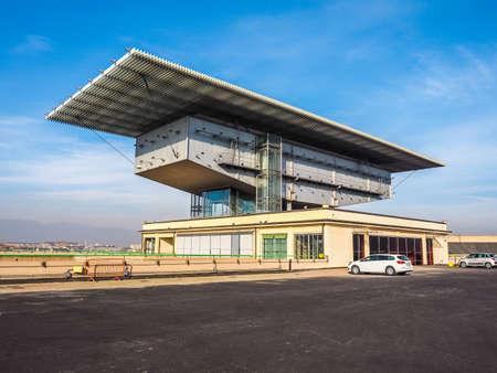 TORINO, ITALIA - 16 dicembre 2015: Pinacoteca Agnelli progettata da Renzo Piano al Lingotto ex fabbrica di automobili della Fiat (HDR) Editoriali