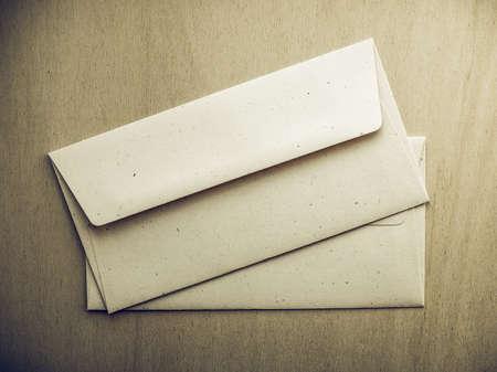 sobres para carta: Vintage sobres de la letra futuro para el franqueo electrónico en mesa de madera Foto de archivo