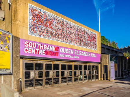 banco mundial: LONDON, UK - SEPTEMBER 28, 2015: Queen Elizabeth Hall and Purcell Room iconic masterpiece of the New Brutalism and world class music venue part of the South Bank Centre (HDR) Editorial