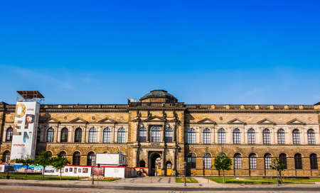 alte: DRESDEN, GERMANY - JUNE 11, 2014: Dresdner Zwinger palace designed by Poeppelmann in 1710 as orangery and exhibition gallery completed by Gottfried Semper with the addition of Semper Gallery in 1847 (HDR)