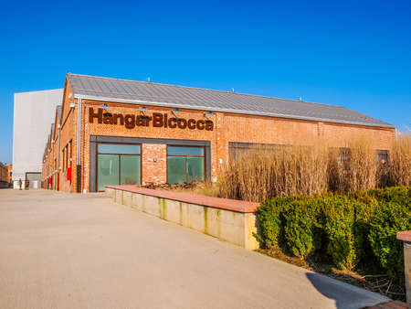 MAILAND, ITALIEN - 23. FEBRUAR 2014: Der Hangar Bicocca ist ein neuer Ausstellungsraum für die zeitgenössische Kunst, die im Jahre 2004 in eine verlassene Fabrik in einem großen Regenerationsbereich (HDR) errichtet wird