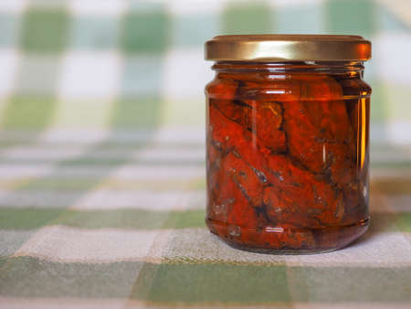 legumbres secas: Secados al sol tomates vehículos en un frasco Foto de archivo