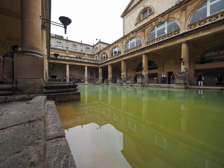 BATH, 영국 - 경 2016년 9월 : 로마 목욕탕 고대 스파