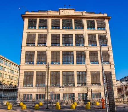 TORINO, ITALIA - 24 GENNAIO 2014: La fabbrica di automobili di Fiat Lingotto progettata da Trucco nel 1916 era la più grande fabbrica automobilistica al momento e ospita ancora il centro direzionale Fiat e un complesso espositivo (HDR)