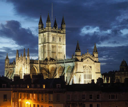peter the great: The Abbey Church of Saint Peter and Saint Paul (aka Bath Abbey) in Bath, UK at nighttime