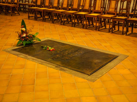 he: LEIPZIG, GERMANY - JUNE 12, 2014: Johann Sebastian Bach grave in the Thomaskirche St Thomas church where he was choir director from 1723 until his death in 1750 (HDR) Editorial