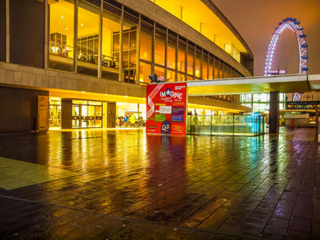banco mundial: LONDON, ENGLAND, UK - FEBRUARY 11, 2013: Night view of the Royal Festival Hall, part of the South Bank Centre, world class music venue (HDR) Editorial
