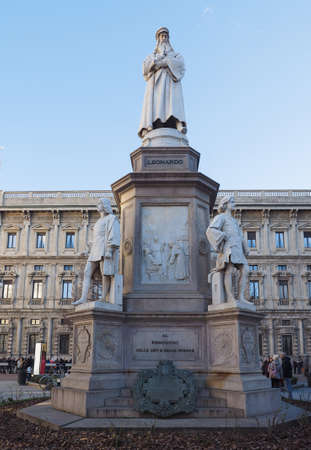 vinci: MILAN, ITALY - CIRCA JANUARY 2017: Monument to Leonardo da Vinci in Piazza della Scala (meaning La Scala square) designed by sculptor Pietro Magni in 1872 Editorial