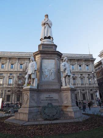 scala: MILAN, ITALY - CIRCA JANUARY 2017: Monument to Leonardo da Vinci in Piazza della Scala (meaning La Scala square) designed by sculptor Pietro Magni in 1872 Editorial
