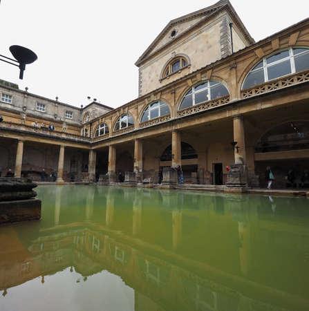 BATH, 영국 -2006 년 9 월 : 로마 목욕탕 고 대 온천