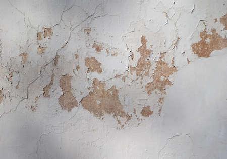 Schäden verursacht durch Feuchtigkeit und Feuchtigkeit an einer Wand Standard-Bild