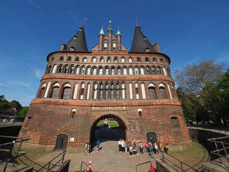 リューベック, ドイツ - 2017年 5 月年頃: ホルステン (以前ホルスタイン Tor、ホルステン門の意味) 報道画像