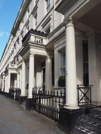 LONDEN, UK - CIRCA JUNI 2017: Rijtjeshuizen in Notting Hill