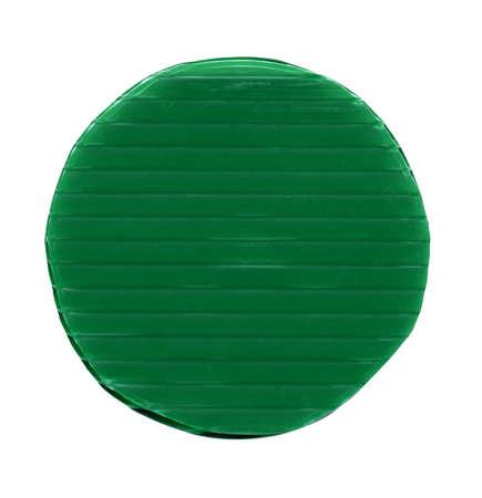 soldi di token verdi della fiche del chip di plastica - isolati sopra bianco