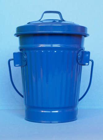 Blue litter bin aka garbage or trash bin or waste bin Stok Fotoğraf - 92482077