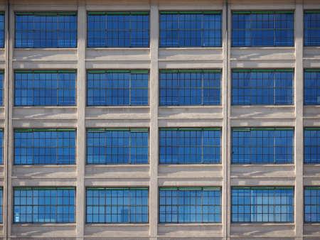 TORINO, ITALIA - CIRCA GENNAIO 2018: Il centro Lingotto progettato da Matte Trucco nel 1919 come fabbrica di automobili Fiat è ora un centro conferenze e business restaurato da Renzo Piano