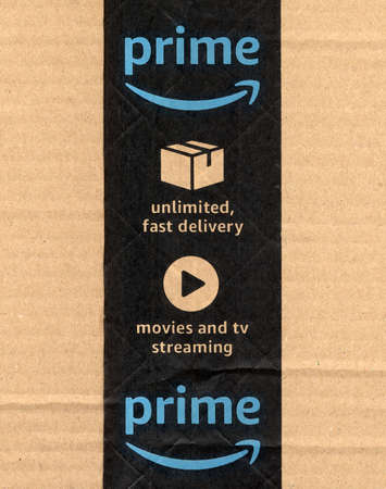 SEATTLE, USA - CIRCA DECEMBER 2017: Amazon prime label on a parcel Redactioneel