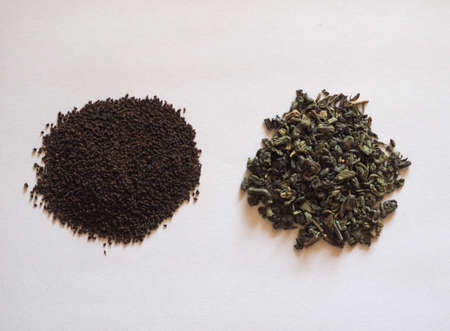 loose green gunpowder tea and English Breakfast leaves for brewing